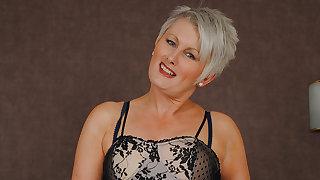 Hot British Milf Works Her Pussy Hard - MatureNL