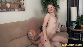 Hot Blonde Wants apropos be a Camgirl