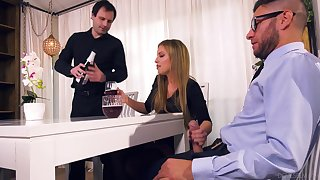 Nasty wife Britney Amber bangs the brush lover to the fore of plighted husband